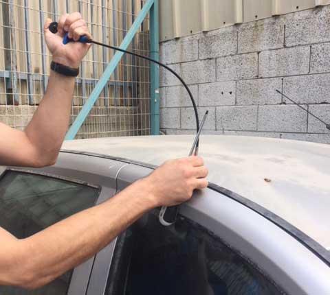 פורץ מכוניות בתל אביב